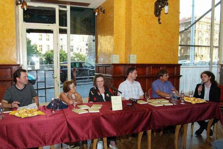 Asztali beszélgetések - Öt párbeszéd - big