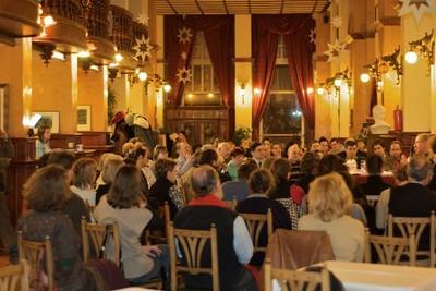 Hallgatóság az Asztali beszélgetések disputasorozaton